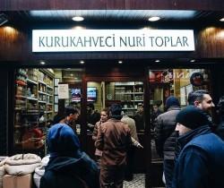 KURU KAHVECİ NURİ TOPLAR TÜRK KAHVESİ 300gr. TENEKE KUTU ODUN ATEŞİNDE KAVRULMUŞ - Thumbnail